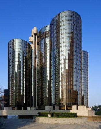 The Westin Bonaventure Hotel & Suites: Exterior