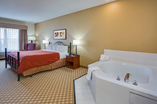 Crystal Lake, IL: Suite