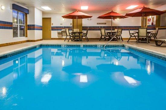 Crystal Lake, IL: Pool