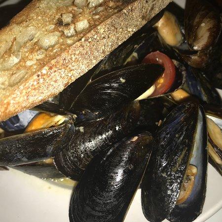 Charcoal Guido's: Yummy food!!