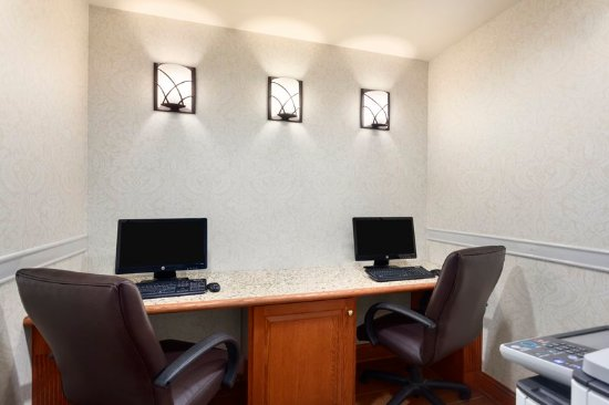 Country Inn & Suites by Radisson, Buffalo South I-90, NY: Business center