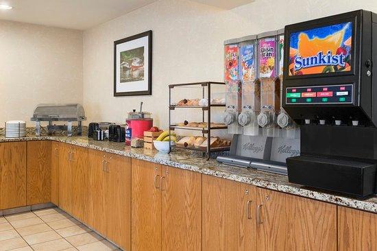 Country Inn & Suites by Radisson, Holland, MI: Restaurant