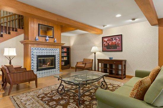 Country Inn & Suites by Radisson, Holland, MI: Lobby