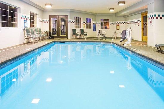 Holiday Inn Express Portland - Jantzen Beach: Pool