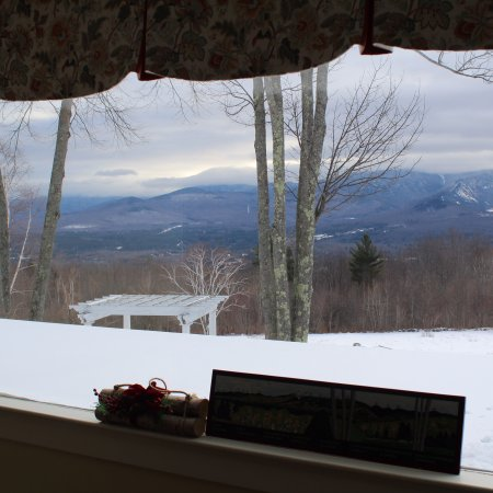 Sugar Hill, Nueva Hampshire: Views of: The inn, surrounding mountains view, breakfast room and living room