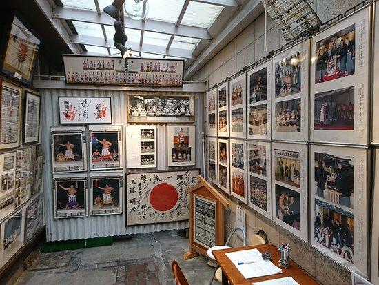 写真やサイン、番付など相撲のオールドファンにはたまらないものが ...