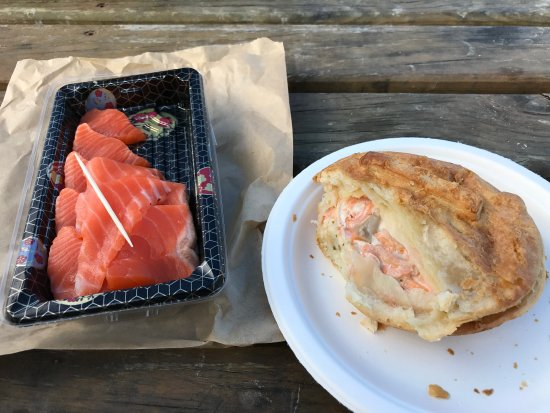 Twizel, Новая Зеландия: Sashimi and salmon pie