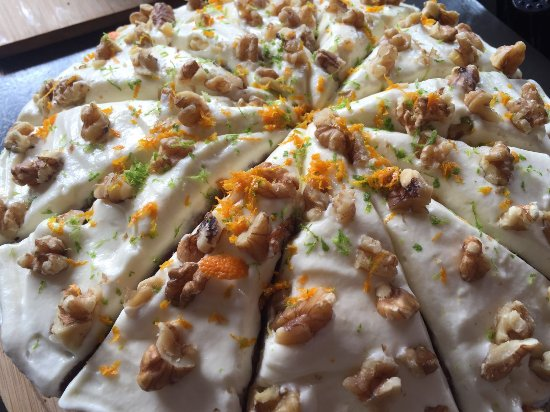 Stadscafe Jan: Our home made Carrot cake, four day walk edition! (green and orange)