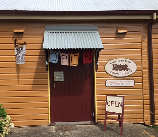 Kendall, Australia: Craft shop: main entrance from carparking lot