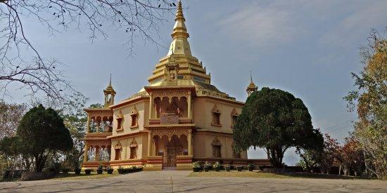 Wat Pa Phon Phao: Temple