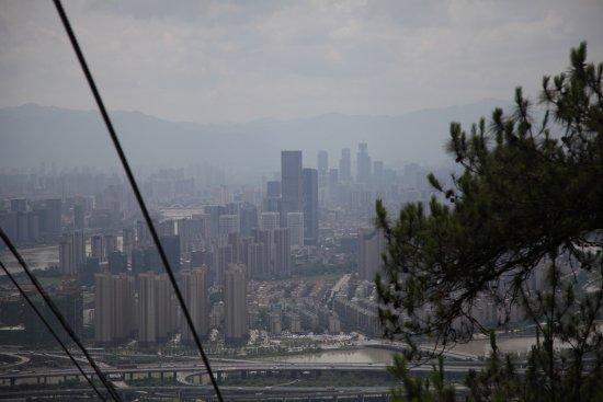 Drum Mountain (Gu Shan) : 遠眺台江區