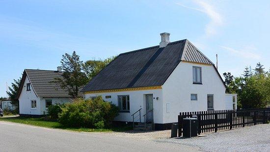 Huset er et gammelt fiskerhus, hvor som vi har sat i stand. Se fiskerhuset-Stenbjerg.dk