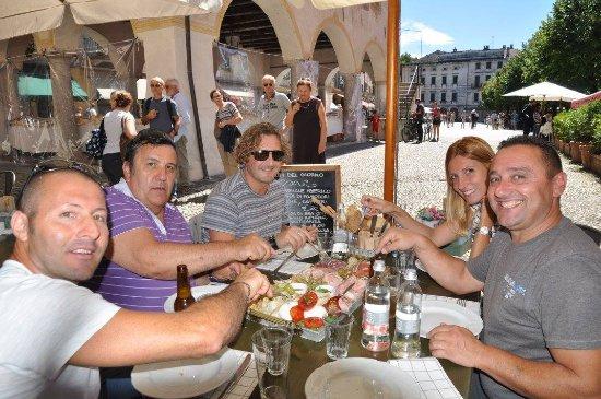 Alessandra Cacciatore Guida Turistica Lago d'Orta: piazza Motta degustazione