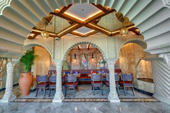 https://media-cdn.tripadvisor.com/media/photo-s/11/e7/bf/91/khyber-restaurant.jpg