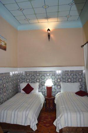 Riad El Sagaya: twin room with beautiful tile
