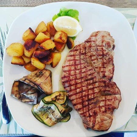 Ristorante Del Ponte: Entrecote di cavallo con patate al forno