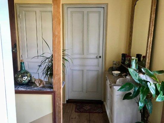 Aramits, فرنسا: palier de la chambre TSF avec accès à la salle de bains privée et au WC séparé