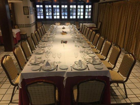 Meson del Cid: Salón de Castilla de 30 a 50 personas para celebraciones familiares y de empresa