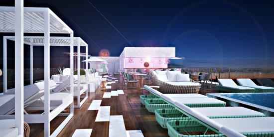 Mediterranean Bay Hotel: Sky Bar.