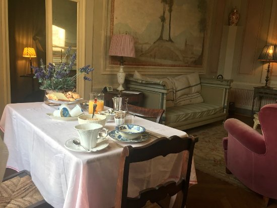 Palazzo Rocchi: my breakfast served in the room