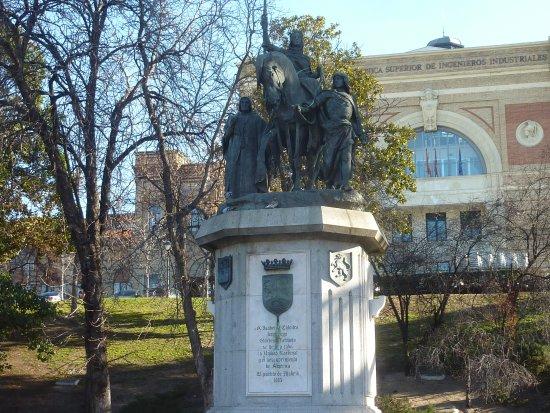Monumento a la Reina Isabel I la Catolica