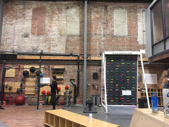Bellingham, WA: Vital Climbing Gym Workout Area