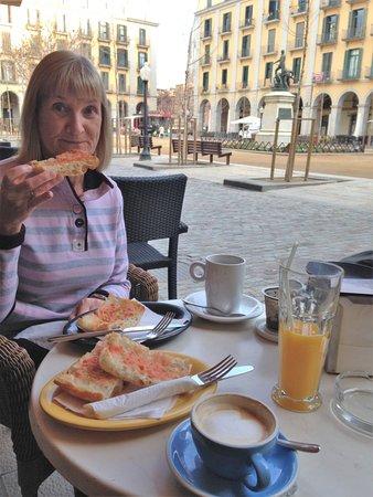 Konig 2: Early morning, breakfast
