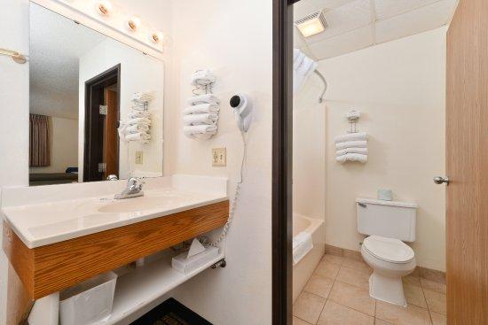 Maryville, Миссури: Guest Bathroom