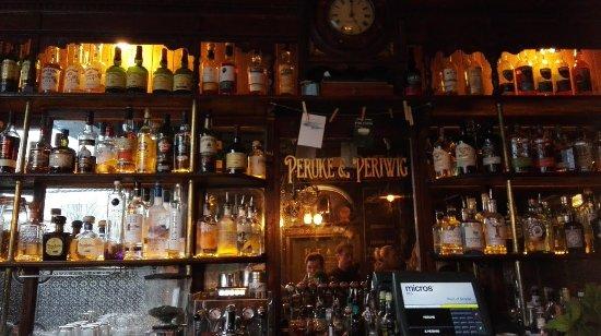 Peruke & Periwig: Bar 1