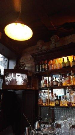 Peruke & Periwig: Bar 2