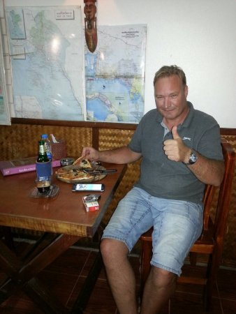 Orchid Restaurant - Guesthouse: Hans from Norway likes the pizzas from Orchid