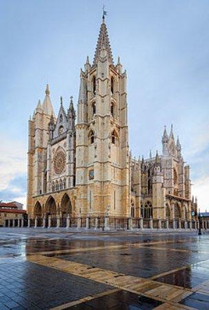 Leon, Spain: Catedral de León, la foto se hizo antes de comenzar la visita guiada de las 11:30