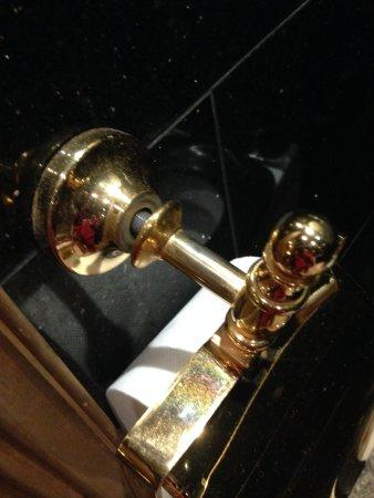 Budapest Royal Suites: portarotoli carta igienica