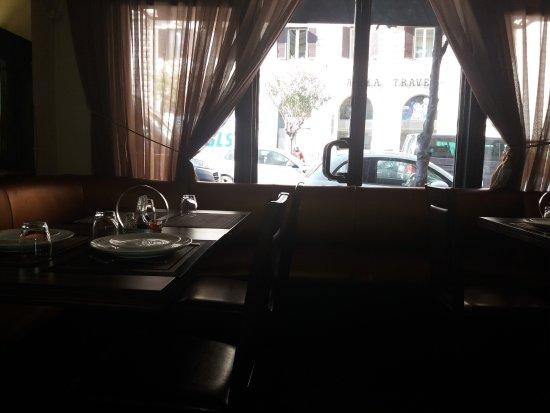 Ya Yuan: L'affaccio del ristorante su via Salaria
