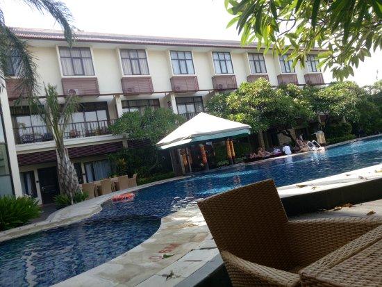 Best Western Resort Kuta: Hotel sangat nyaman. Air kolam tidak begitu dingin sehingga enak untuk berenang.