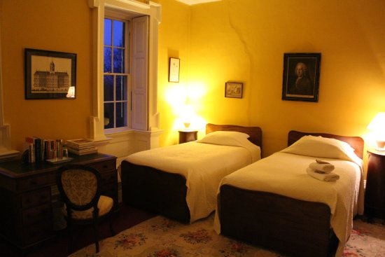 Roundwood House: The lovely Yellow Room