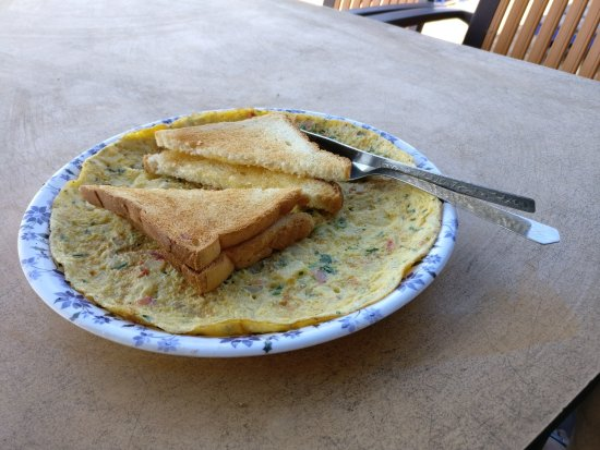 Anjuna, India: Complimentary breakfast for FabHotel guests