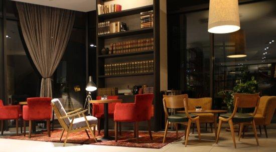 Hotel Slisko: restaurant butler interior 3