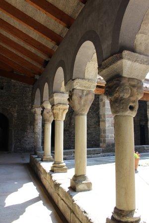 Les Masies de Roda, Spanje: Sant Pere de Caserres, claustro