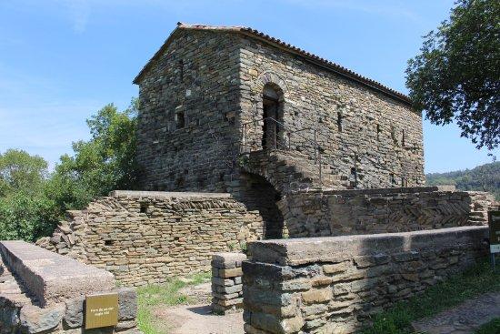 Les Masies de Roda, Spanje: Sant Pere de Caserres, edificios anexos