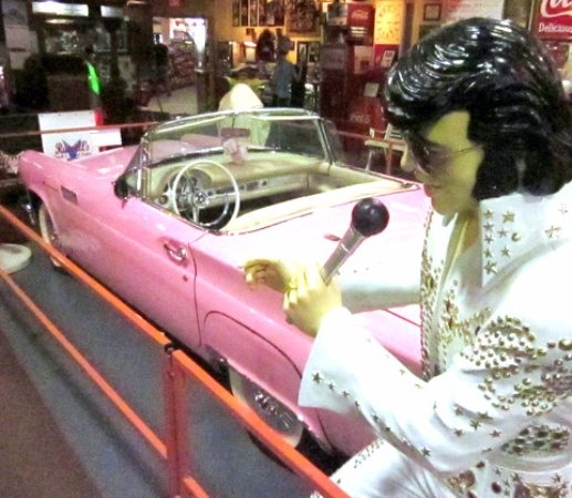 Glenrio, NM: ELVIS would be PROUD in the 'free' antique AUTO Showroom!