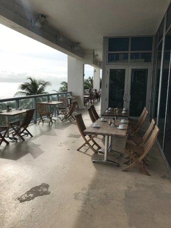 Sunny Isles Beach, FL: Restaurante sujo e com péssimo atendimento