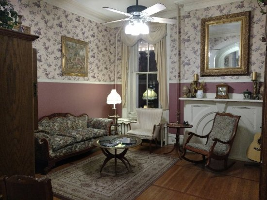 Lovelace Manor Bed and Breakfast Picture