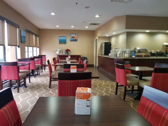 Comfort Inn Presque Isle: Newly Remodeled Lobby/Breakfast Area