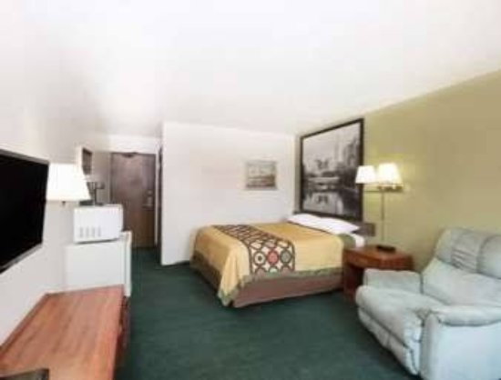 Ainsworth, NE:  Single queen bed