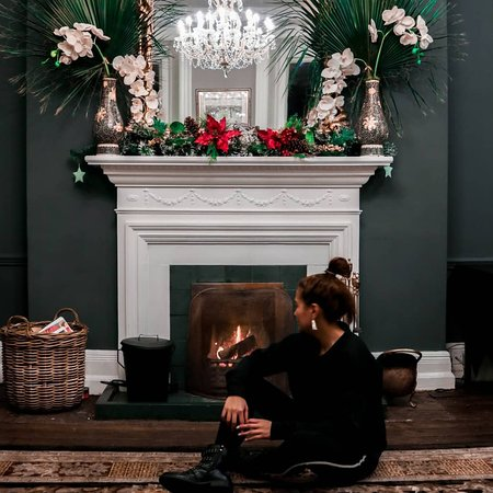 The Hydro Hotel: Lobby with cosy fireplace