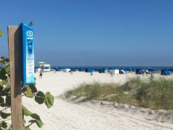 The Barbizon: przy wejściu na plażę darmowy krem z filtrem