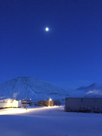 Qikiqtarjuaq, Canada: Late afternoon in mid-winter