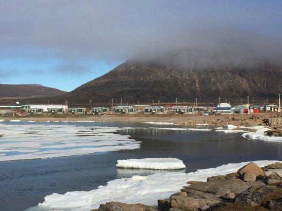 Qikiqtarjuaq, Canada: The Bay