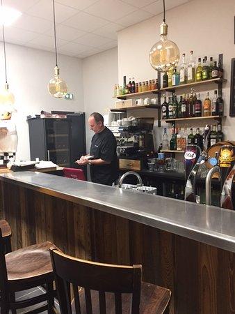 Lucenay, France : Le bar
